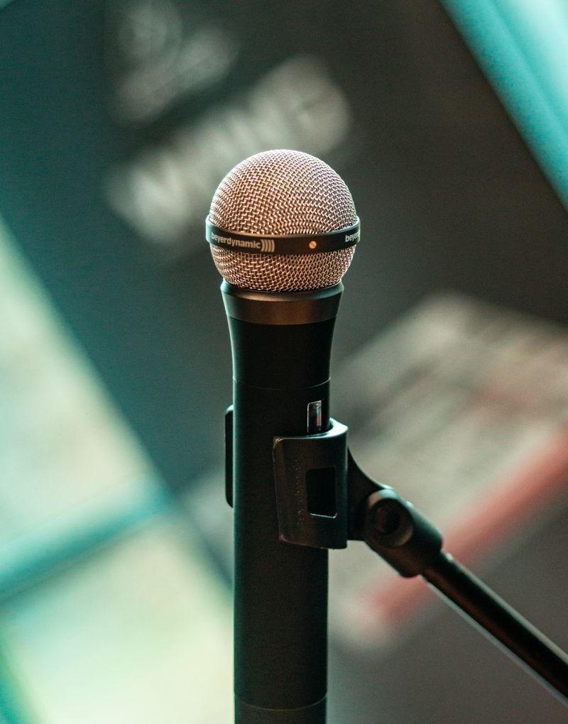 Protezioni antivento per microfoni: quali scegliere? Prodotti e consigli per l'acquisto